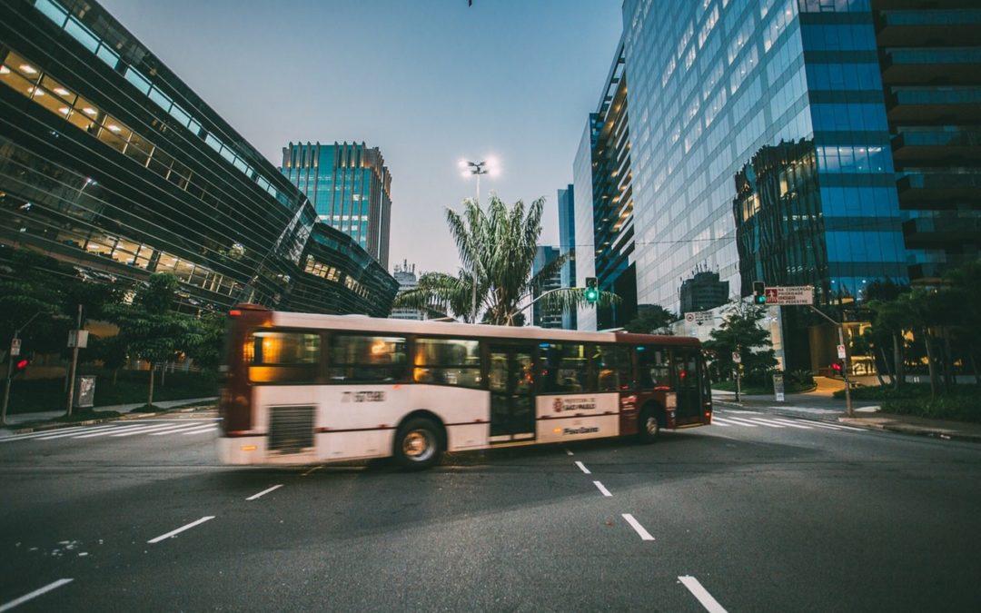 O czym powinieneś wiedzieć wynajmując autokar?